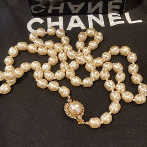 Vintage 80's Chanel Faux Baroque Pearls Necklace